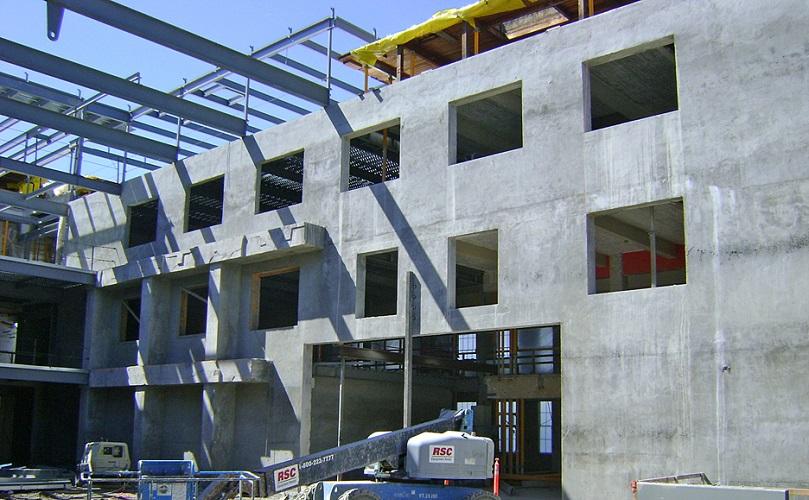 مقاوم سازی سازه بتنی با دیوار برشی فولادی