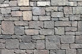 دیوار سنگی به رج برده شده